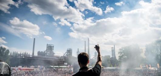 Headliner festivalu Beats For Love, německý DJ Alle Farben, míří do Prahy a Brna