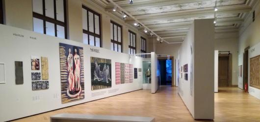 Uměleckoprůmyslové museum představuje životní osudy a tvorbu Šíleného hedvábníka