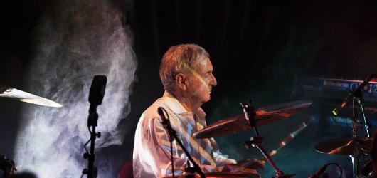 Do Prahy přijede zakládající člen Pink Floyd Nick Mason. V červenci vystoupí v Lucerně se svou kapelou