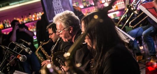 Jazz Dock oslavil deset let dvanáctihodinovým večírkem. Kromě jazzu přišla řada i na fusion a nostalgii