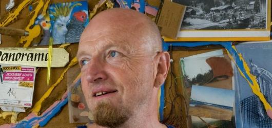 V zimní depresi povzbudí Rittsteinovy expresivní kresby. Vystavuje v Jízdárně Pražského hradu
