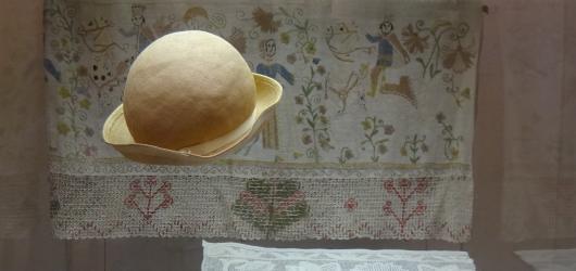 Jedinečná sbírka lidového umění z interiéru Pražského hradu nyní na výstavě v Národopisném muzeu v Praze