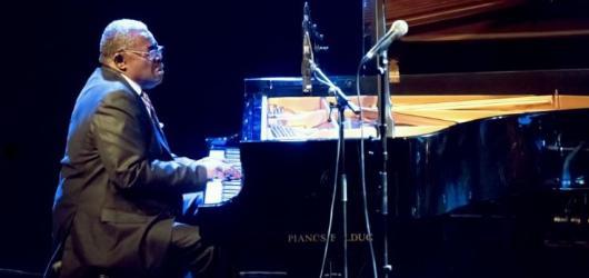 SOUTĚŽ: Vyhrajte lístky na jazzový koncert klavíristy Larryho Willise