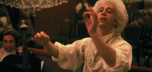 Soundtrack uvede Amadea se živým orchestrem i českou verzi muzikálu We Will Rock You