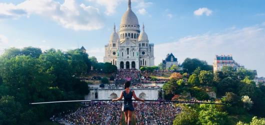 Nad Vltavou se projde světoznámá provazochodkyně. Odstartuje festival Letní Letná