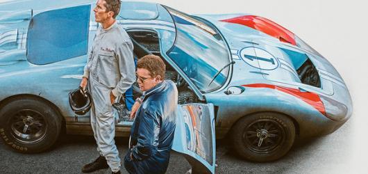 Le Mans '66 přináší nadčasový příběh o lásce k závodění a autům, ale také byrokracii, která tuto vášeň mnohdy zabíjí