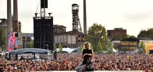 Colours 2019: Roztančená bosá Florence a møcný start festivalu