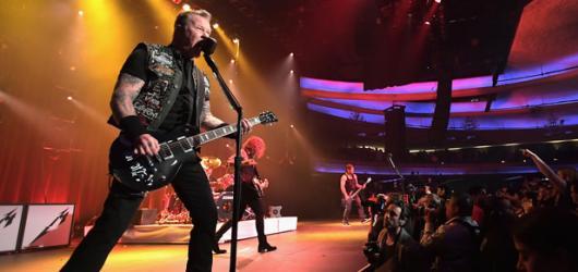 Metallica předvedla v Letňanech tvrdou show. Na sedmdesátitisícové publikum to však nestačilo