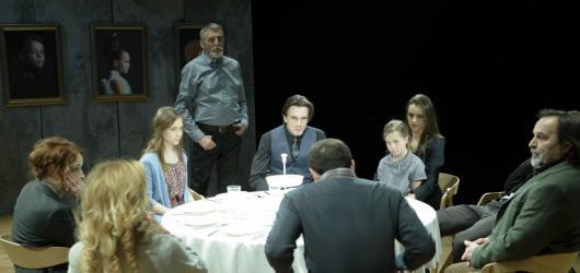 Silné rodinné drama Před západem slunce stojí na bezchybných hereckých výkonech. Září Huba, Pauhofová i Vášáryová