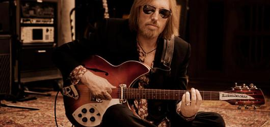Na nové výběrovce Toma Pettyho bude i nikdy nevydaná píseň. Doopravdy