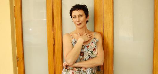 ROZHOVOR: Čím méně mi je postava podobná, tím víc se na ní můžu vyřádit, říká herečka Kristýna Frejová