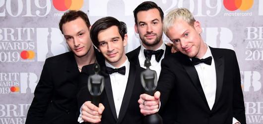 Britské hudební ceny získali Calvin Harris a The 1975. Uspěl také George Ezra