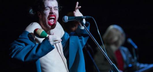 Pád Berlínské zdi, Mein Kampf i Faust. Palm Off Fest opět zve na neotřelé inscenace divadel střední Evropy