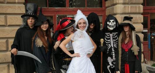 Halloween na hradech a zámcích 2019: strašidelné prohlídky i akce pro děti