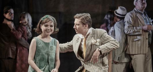 Lži se mění v pravdu, zrada v lásku. Žebrácká opera v Divadle ABC respektuje Havlovu hru s jazykem