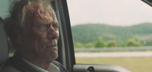 Eastwood propašoval do kin klasiku okořeněnou nenásilným humorem. Role drogového kurýra mu sedí herecky i režijně