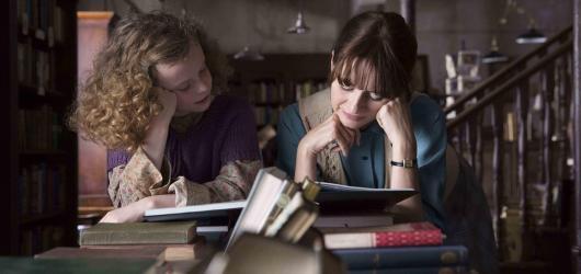S knihou v ruce proti všem. Florencino knihkupectví je příběhem o střetu poetiky s anglickým establishmentem padesátých let