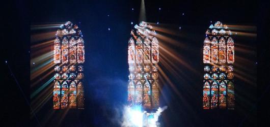 Vivaldianno Reloaded přineslo multimediální show ve znamení 3D efektů, strhující hudby a hlasu Pierce Brosnana