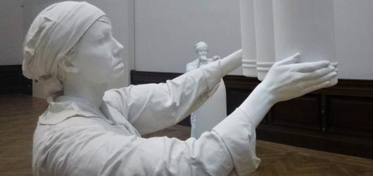Jedno téma sedmnácti pohledy. Současná figurativní socha v Galerii Rudolfinum