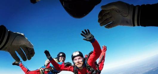 Martin Hrubý v květnu vystoupí v Praze. V chystaném klipu poletí volným pádem ze čtyř kilometrů
