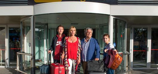 Komedie Ibiza přináší typický francouzský humor, dobré herecké výkony, ale především špatně napsaný scénář a nezajímavý příběh
