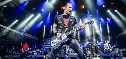 Hudební novinky, týden #44: Elektro s The Midnight, pop Toma Walkera i metal Volbeat