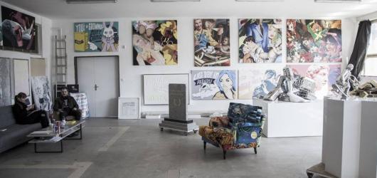 Otevřené ateliéry, prohlídku Pragovky i výstavu 50 umělců nabízí letošní Kolben Open