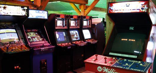 #MuzeumJinak: V retro arkádové herně kousek od Prahy zapomenete na čas