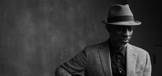 Bluesový písničkář Keb' Mo' zavítá v létě do Prahy