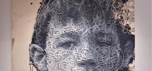 Syrové umění v DOXu. V Praze odstartovala mezinárodní výtvarná přehlídka