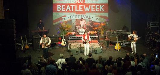 Poslední dva dny Beatleweeku zahrnuly konferenci v posteli, koncert na střeše i závěrečnou 60s party s The Overtures