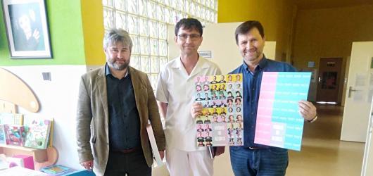 Principál Divadla Na Jezerce Jan Hrušínský podpořil dětské pacienty v Thomayerově nemocnici