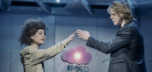 Romeo a Julie v časech hipsterů. Divadlo ABC má v repertoáru pořádnou pecku