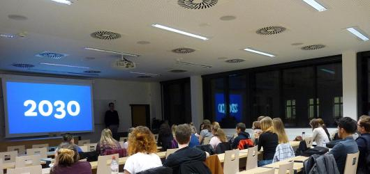 Škola po setmění. Noc vzdělávání lákala v Olomouci na zero waste i inkluzivní divadlo