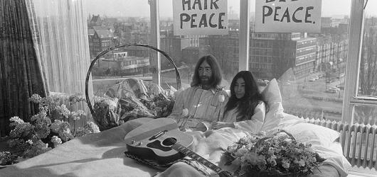 #IDEA: Revoluce z postele – happening Johna Lennona s Yoko Ono v posteli před padesáti lety