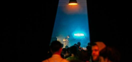 Menší koncerty v říjnu: kam na klubovky a za alternativou