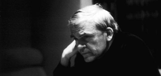 Milan Kundera slaví devadesátiny. Jak si můžete jeho tvorbu připomenout?