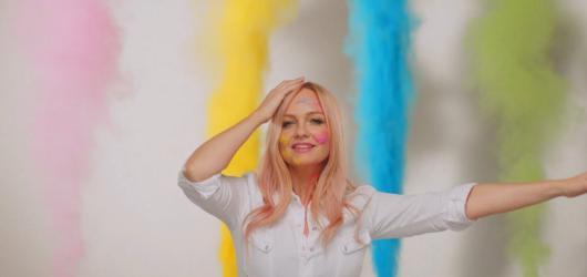 Před comebackem Spice Girls znovu sólově. Baby Spice Emma Bunton vydá v dubnu desku 'My Happy Place'
