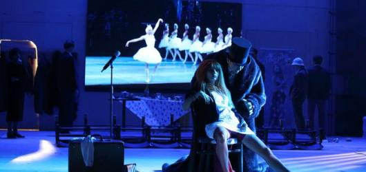 Režijní provokatéři i aktuální polské inscenace. Festival DIVADLO přibližuje program
