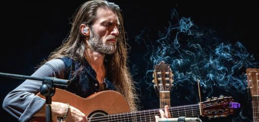 Fenomenální kytarista Estas Tonne vystoupí v pražské Hybernii již tuto středu