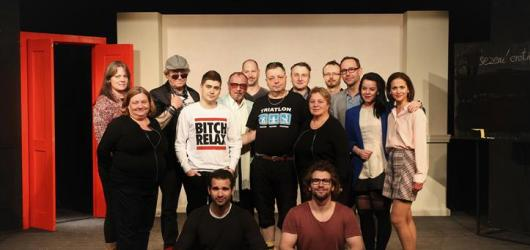 Divadlo na Jezerce představuje svůj první hudební videoklip k nové komedii