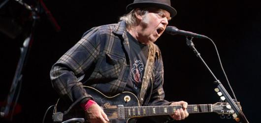 Neil Young vypustil do světa nový singl Milky Way z chystaného alba, které vyjde v říjnu