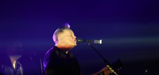 Stále svěží New Order zavzpomínali na zesnulého Iana Curtise