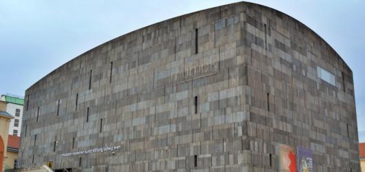 #MuzeumJinak: Symetrie, estetika a minimalismus zvenčí i zevnitř vídeňské galerie MUMOK