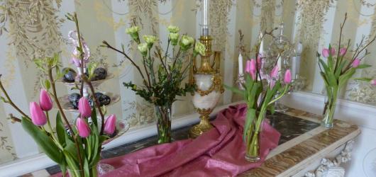 Interiéry hradů a zámků provoní křehká krása květin