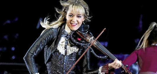 Hudební novinky, týden #41: Vypsaná fiXa s nostalgií, Lindsey Stirling i Chet Faker