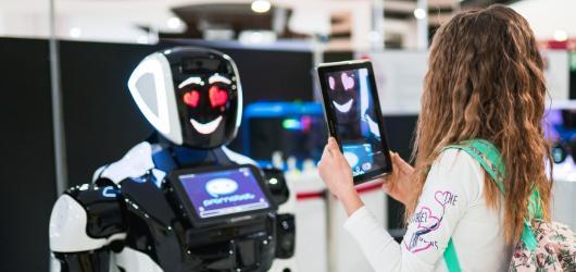 Seznamte se s nejnovější umělou inteligencí. Město robotů zažijete v pražském Centru Chodov do 1. září