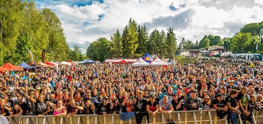 Hudební novinky, týden #32: Pokáč na Špilberku, Kryštof akusticky a víkend plný festivalů