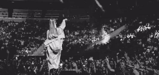 Thank U, Next. Ariana Grande předvedla profesionálně chladnou popovou show