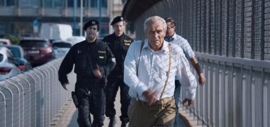 Jiří Mádl nebude režisérský one-hit wonder. Ve filmu Na střeše ukázal svěží pohled na imigraci v Česku